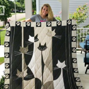 Cat Black And White Paw Print Quilt Blanket Great Customized Gifts For Birthday Christmas Thanksgiving Perfect Gifts For Cat Lover
